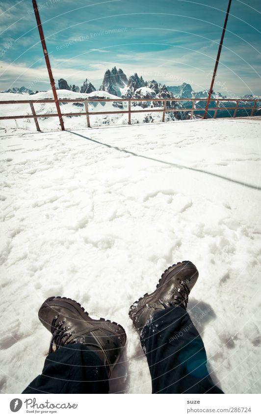 Auslösen geht immer Himmel Natur blau Ferien & Urlaub & Reisen weiß Wolken Landschaft Umwelt Berge u. Gebirge Schnee Beine Fuß Felsen außergewöhnlich Schuhe