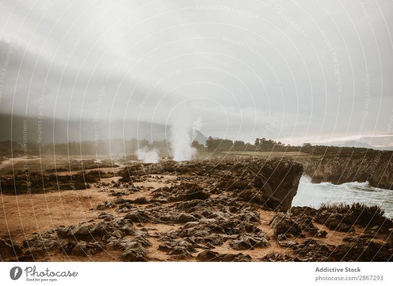 Krater zwischen Land und bewölktem Himmel Vulkankrater Landen Wolken Rauch bufones de pria Asturien Spanien Natur Ferien & Urlaub & Reisen Boden