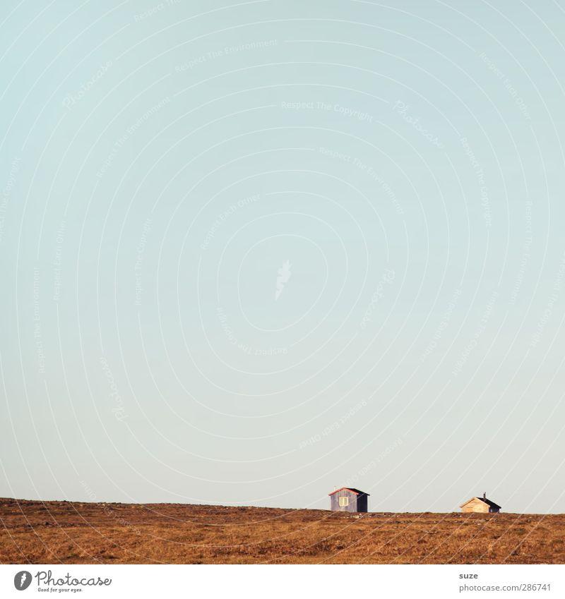 Viel Raum für Geschichten Himmel Natur blau Ferien & Urlaub & Reisen Sommer Einsamkeit Landschaft Haus Ferne Umwelt Wiese klein Luft Horizont braun natürlich