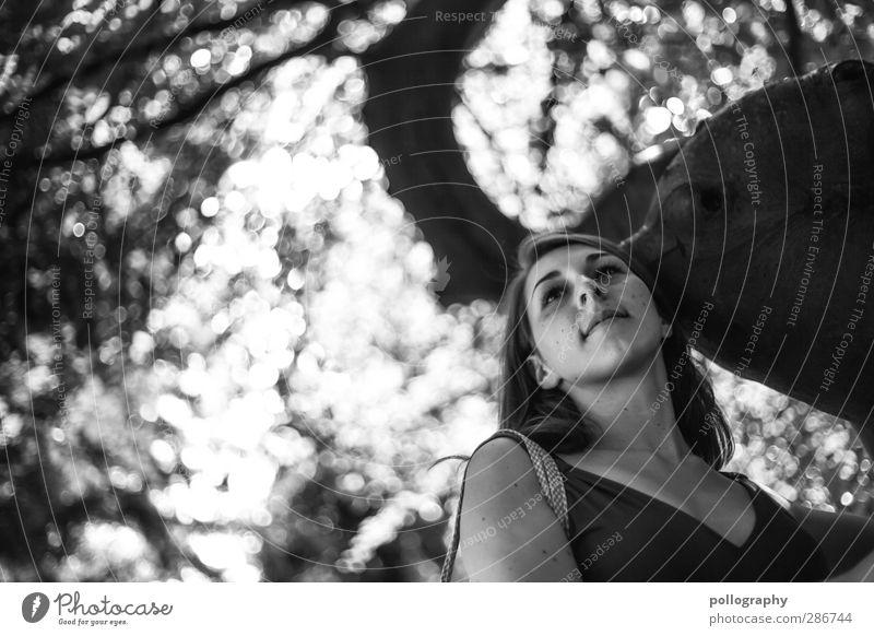be smart (2) Mensch Frau Himmel Natur Jugendliche Sommer Pflanze Baum Landschaft Wald Erwachsene Junge Frau Leben feminin Gefühle 18-30 Jahre
