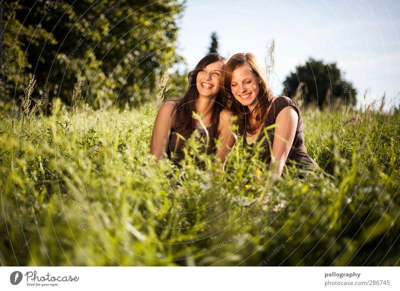 BF (2) Mensch Frau Natur Jugendliche Pflanze Freude Landschaft Erwachsene Junge Frau Wiese Leben feminin Gefühle Gras lachen Glück