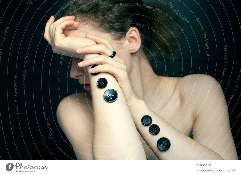 zugeknöpft elegant Körper Haare & Frisuren Haut Mensch feminin Frau Erwachsene Kopf Ohr Nase Mund Lippen Arme Hand Finger 1 Ring Knöpfe ästhetisch nackt