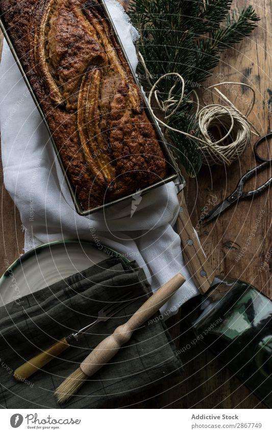 Gesundes Bananenbrot auf dem Schneidebrett Brot Gesundheit Bäckerei Container Messer Serviette Backwaren Zweig nadelhaltig Faser verdrehen Ast Kuchen süß