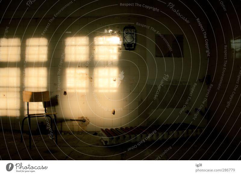 ROOMS Haus Fabrik Ruine Gebäude Architektur Linie Stuhl Gefühle Vorsicht Gelassenheit geduldig ruhig Endzeitstimmung Ewigkeit geheimnisvoll Idylle Krieg Rettung