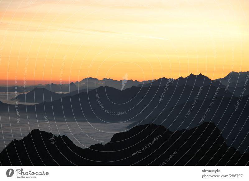 Morning glow Sonnenaufgang Sonnenuntergang Schönes Wetter Alpen Berge u. Gebirge Gipfel ästhetisch Farbfoto Außenaufnahme Textfreiraum oben Morgendämmerung