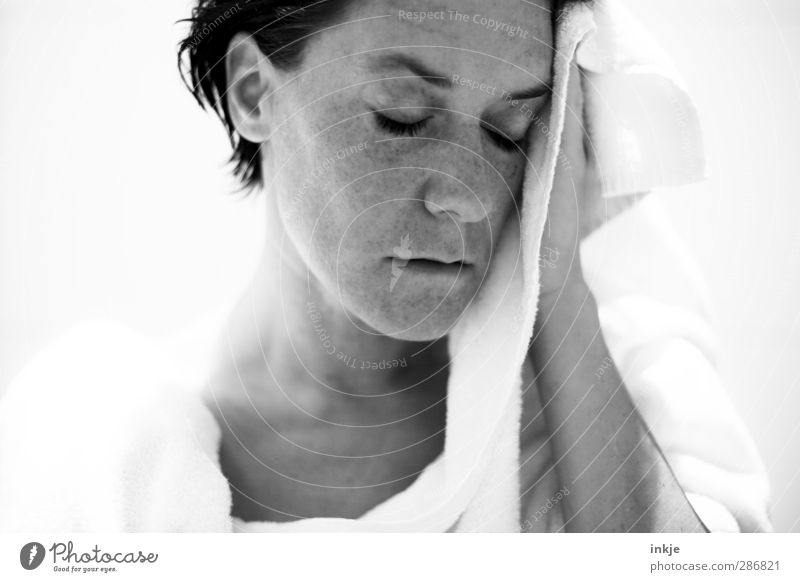 still Stil schön Körperpflege Gesicht Sinnesorgane Erholung ruhig Schwimmen & Baden Häusliches Leben Junge Frau Jugendliche Erwachsene 1 Mensch 30-45 Jahre