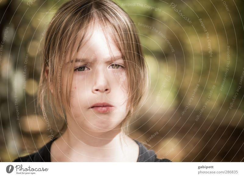 Nicht lustig Mensch Kind Natur Ferien & Urlaub & Reisen Sommer Sonne Mädchen Gesicht Leben feminin Traurigkeit natürlich Kindheit Schönes Wetter Ausflug