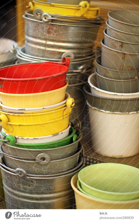 Platz für eine Blumenwiese Freizeit & Hobby Häusliches Leben Garten Schalen & Schüsseln Sammlung Metall stehen rund viele gelb rot silber Eimer Blumentopf