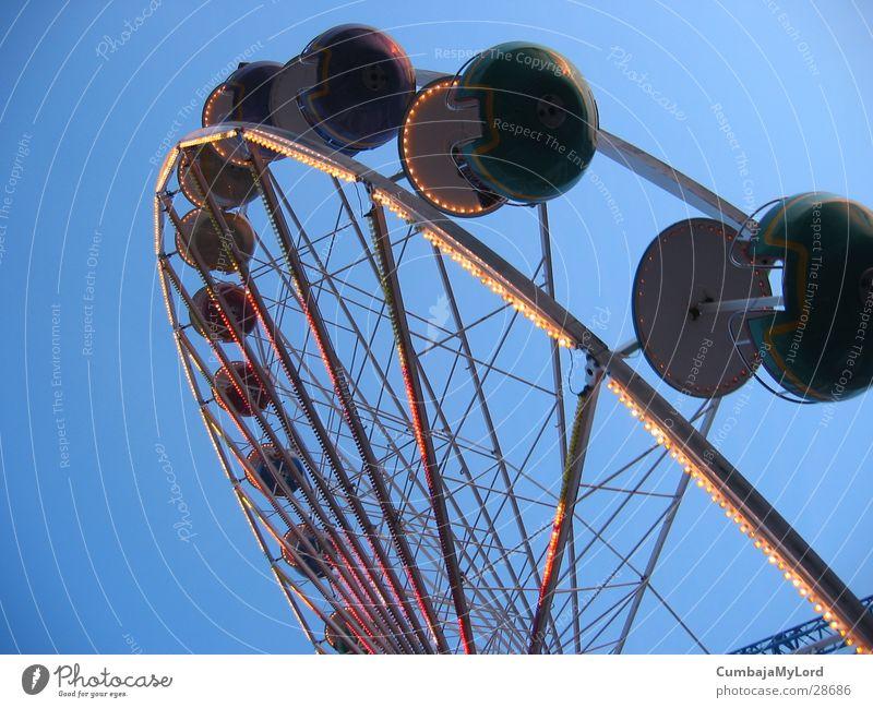 Zwergenrad Riesenrad Jahrmarkt Vergnügungspark drehen rund Freizeit & Hobby Himmel Licht Hanse Sail