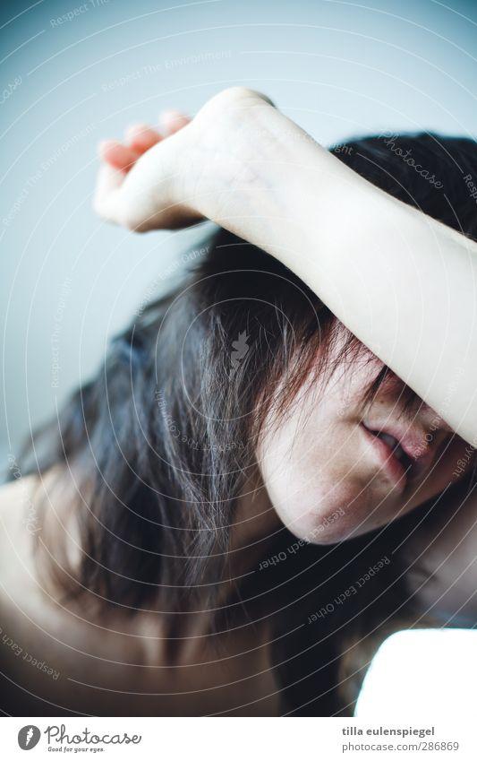 nicht so gut. feminin Frau Erwachsene Unterarm 1 Mensch 30-45 Jahre brünett Schmerz Scham Stress Verzweiflung verstört Enttäuschung negativ geschlossen