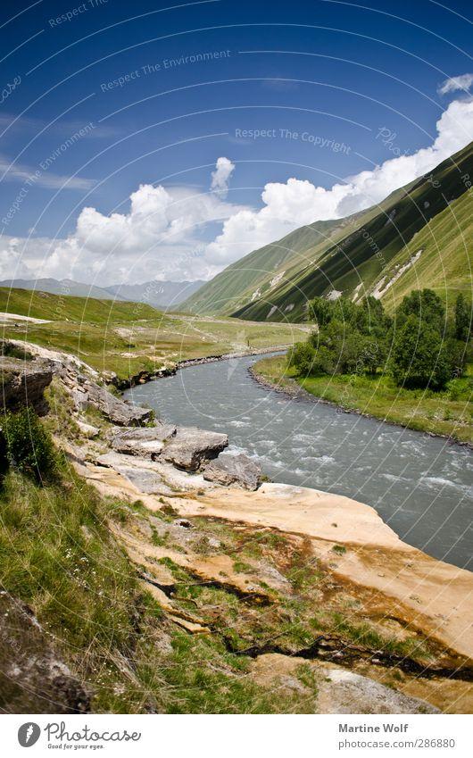 Natur pur Ferien & Urlaub & Reisen Landschaft ruhig Ferne Berge u. Gebirge Freiheit Ausflug Fluss Asien Flussufer Schlucht Tal Landschaftsformen Georgien
