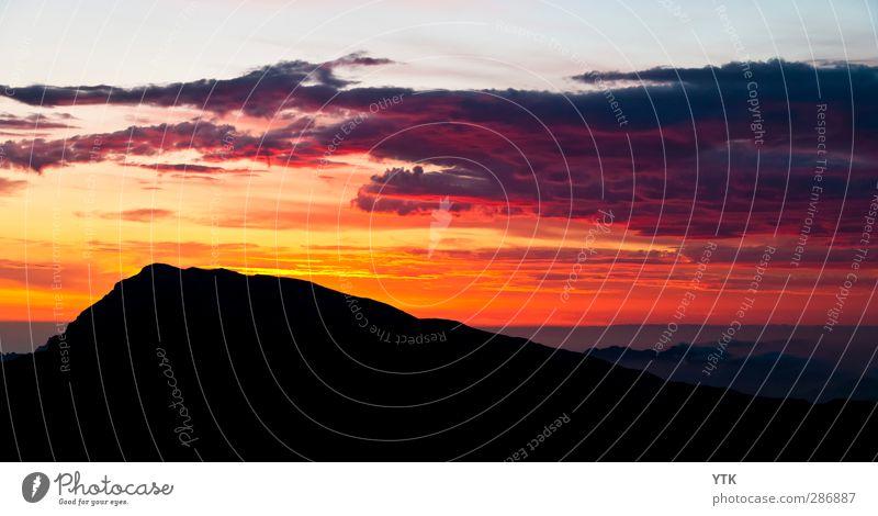 Red Dawn Umwelt Natur Landschaft Himmel Wolken Sonne Sonnenaufgang Sonnenuntergang Sonnenlicht Sommer Schönes Wetter Felsen Berge u. Gebirge Gipfel Ferne
