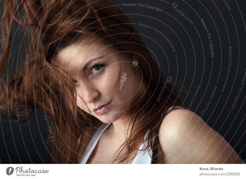 wild hair schön Haare & Frisuren Gesicht Mensch feminin Junge Frau Jugendliche Erwachsene Kopf Auge Mund 1 18-30 Jahre brünett langhaarig braun schwarz wehend