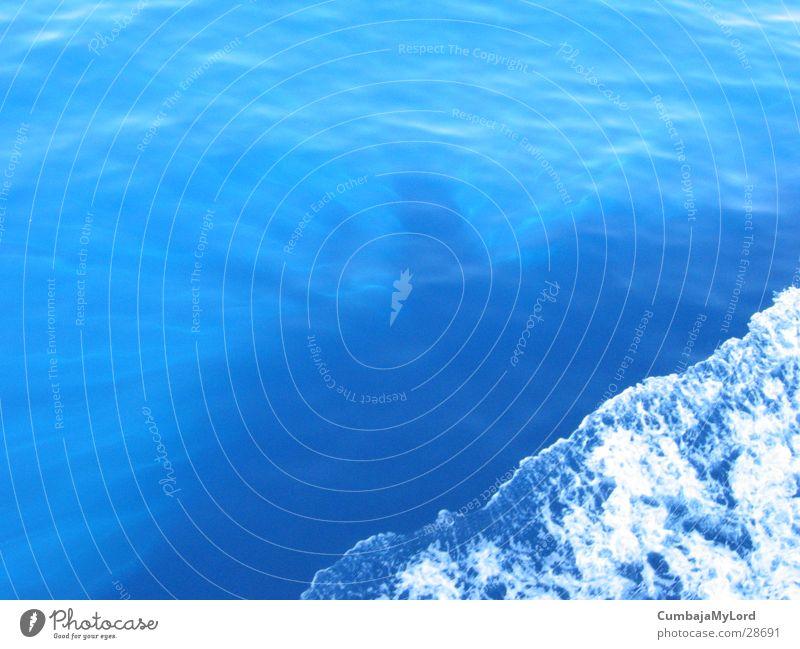 Rotes Meer Wellen Wasserfahrzeug Sonnenstrahlen Bugwelle Schatten blau