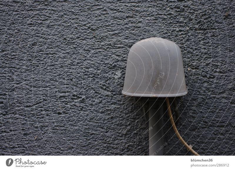 Kommunikation ist alles alt Farbe Wand grau trist Kommunizieren Telekommunikation Telefon Kabel Internet analog Putz Telefongespräch Post Leitung digital