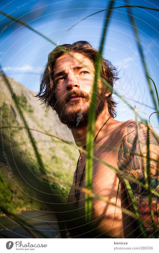 Schilf Mensch Natur Mann Jugendliche Sommer Erwachsene nackt Wärme Junger Mann Freiheit Garten 18-30 Jahre gehen maskulin wandern frei
