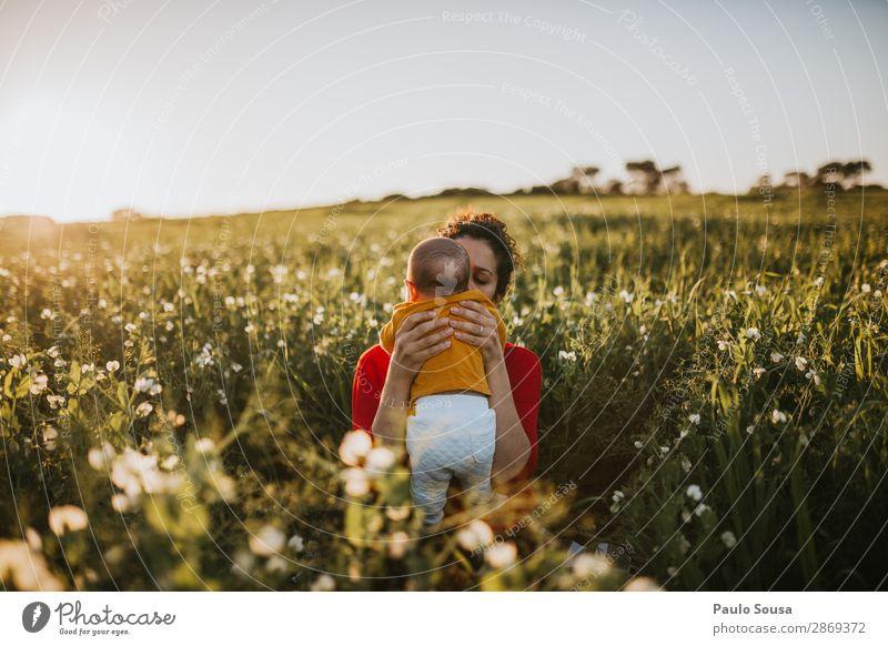 Kind Mensch Natur Jugendliche Junge Frau grün rot Gesundheit 18-30 Jahre Lifestyle Erwachsene Liebe Frühling natürlich feminin Glück