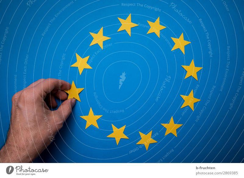 Adieu Europe Bildung Wirtschaft Erfolg Mann Erwachsene Hand Finger Papier Zeichen Diät wählen gebrauchen berühren festhalten frei Zusammensein blau gelb