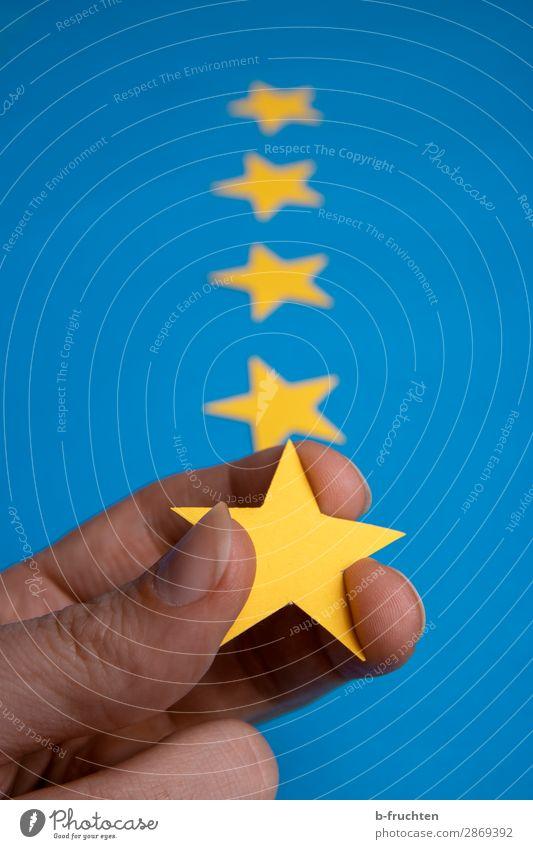 Fünf Sterne Dienstleistungsgewerbe Werbebranche Business Karriere Erfolg Team Finger Zeichen wählen berühren festhalten blau gelb Stern (Symbol) 5 Qualität