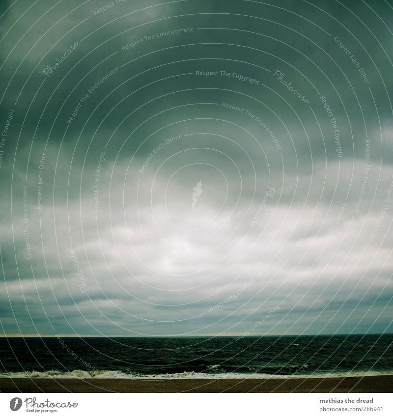 DÜSTERE AUSSICHT Umwelt Natur Landschaft Luft Wasser Himmel Wolken Gewitterwolken Horizont schlechtes Wetter Unwetter Wind Sturm Wellen Küste Strand Nordsee