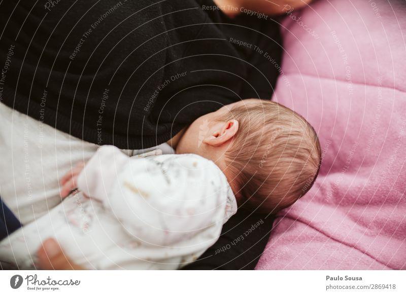 Mutter stillen Baby Lifestyle Kinderzimmer Kindererziehung Mensch Kleinkind Erwachsene 2 0-12 Monate 18-30 Jahre Jugendliche Essen Fressen füttern genießen