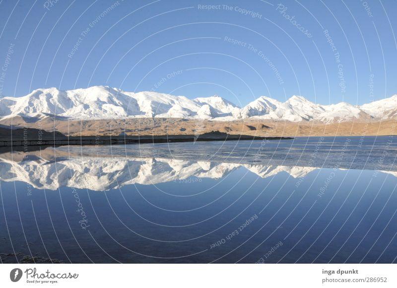Karakul Lake Umwelt Natur Landschaft Urelemente Wasser Klima Schönes Wetter Eis Frost Felsen Berge u. Gebirge Gipfel Schneebedeckte Gipfel Gletscher Seeufer