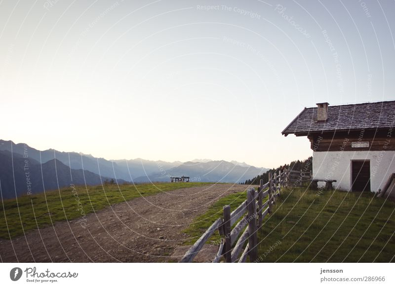 Ein Platz am Himmel Natur Ferien & Urlaub & Reisen Sommer ruhig Landschaft Haus Umwelt Berge u. Gebirge Wege & Pfade Freiheit Horizont Wohnung Häusliches Leben