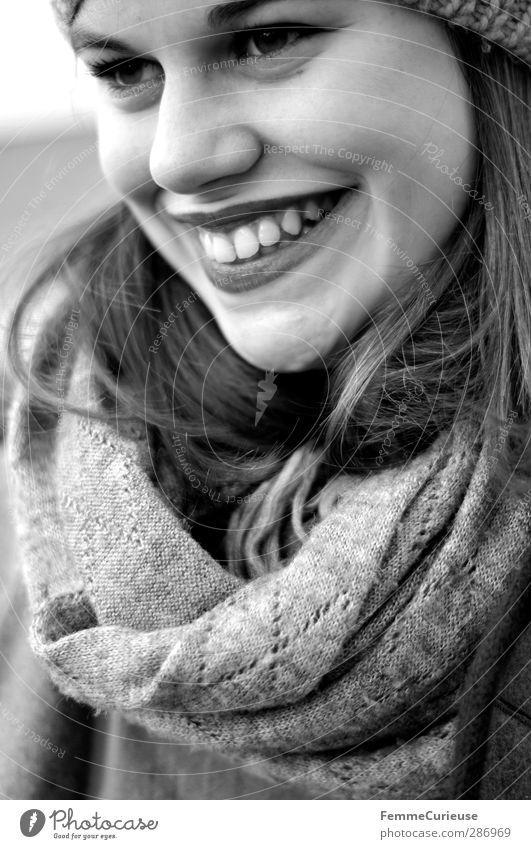 The smile on her face. Mensch Frau Jugendliche schön Freude Winter Erholung Erwachsene Junge Frau Herbst Leben feminin lachen 18-30 Jahre Zufriedenheit Erfolg