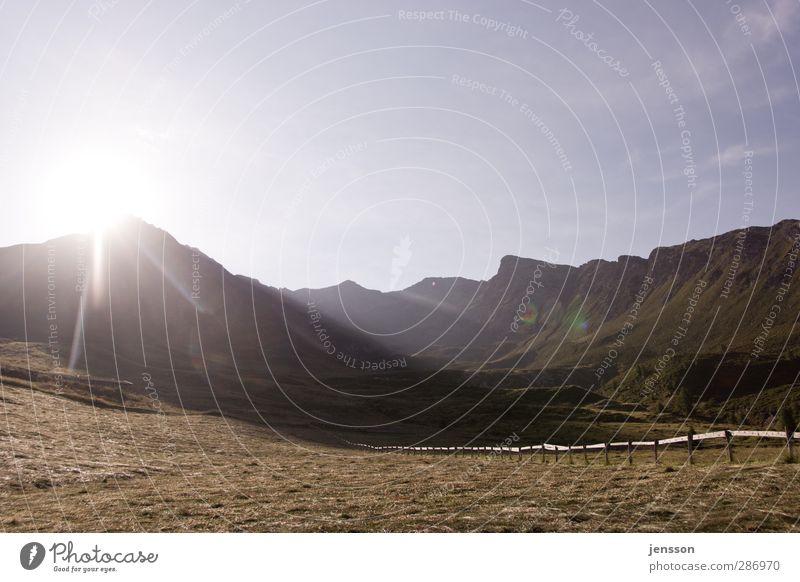 Bei den Opodeldoks Himmel Natur Ferien & Urlaub & Reisen Sommer Sonne ruhig Landschaft Ferne Umwelt Wiese Berge u. Gebirge Wärme Gras Freiheit hell