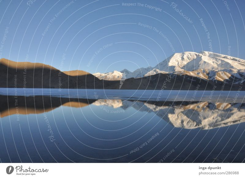 Karakul Lake II Natur Wasser schön Landschaft Umwelt Berge u. Gebirge See Felsen Eis außergewöhnlich Schönes Wetter ästhetisch Abenteuer Urelemente Frost Gipfel