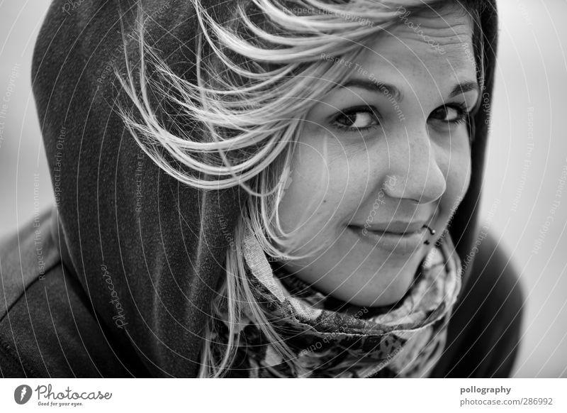 direct (3) Mensch feminin Junge Frau Jugendliche Erwachsene Leben Gesicht 1 18-30 Jahre Wind Pullover Piercing Schal Haare & Frisuren langhaarig Gefühle