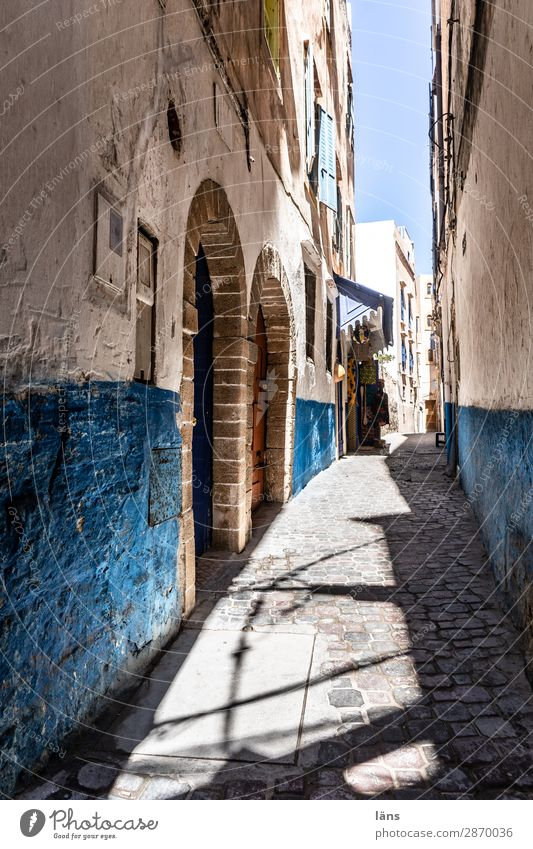 Gasse Ferien & Urlaub & Reisen blau Haus Wand Wege & Pfade Tourismus Mauer Häusliches Leben Wohnung authentisch Verkehrswege Marokko Essaouira