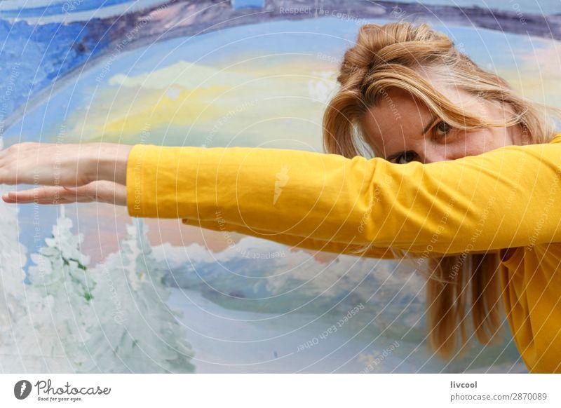 neugierige Frau II Lifestyle Design Glück Erholung Mensch feminin Erwachsene Weiblicher Senior Haut Kopf Haare & Frisuren Gesicht Auge Ohr Nase Arme Hand 1
