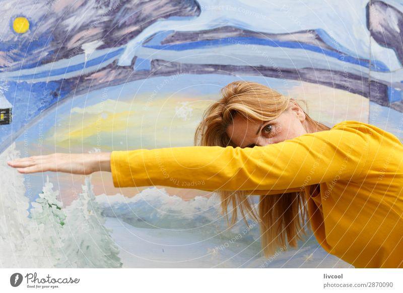 neugierige Frau Lifestyle Design Glück Erholung Mensch feminin Erwachsene Weiblicher Senior Körper Haut Kopf Haare & Frisuren Gesicht Auge Ohr Arme Hand 1