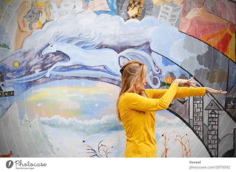 Frau Mensch schön Hand Erotik Erholung Freude Gesicht Auge Lifestyle Erwachsene Senior feminin Gefühle Glück Kunst