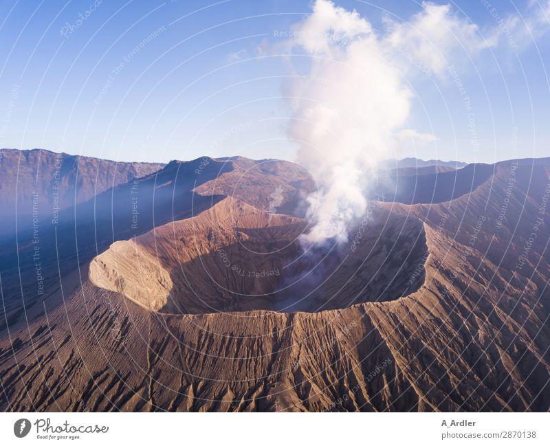 Vulkan Mount Bromo auf Java in Indonesien Ferien & Urlaub & Reisen Tourismus Ausflug Abenteuer Ferne Freiheit Expedition Sommer Berge u. Gebirge wandern Umwelt