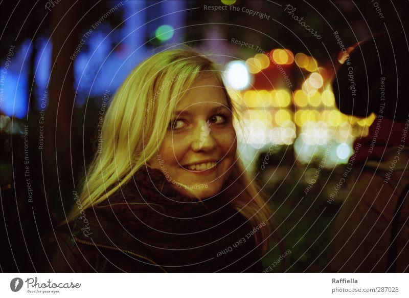 burning bridges. breaking hearts. Mensch Jugendliche Erwachsene Gesicht Auge Junge Frau feminin lachen Haare & Frisuren Kopf 18-30 Jahre blond glänzend Mund