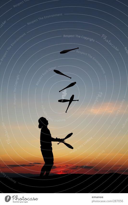 Jongliermeister Stil Freude Freizeit & Hobby Sport Mensch maskulin Mann Erwachsene 1 Himmel Sonnenaufgang Sonnenuntergang fangen werfen Bewegung Kontrolle