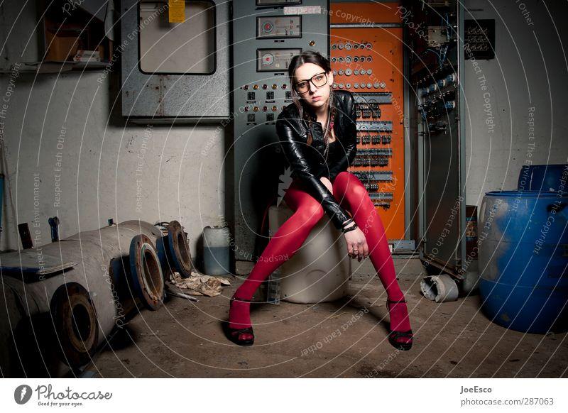 #227315 Stil Abenteuer Raum Keller Nachtleben Technik & Technologie Frau Erwachsene Mensch 18-30 Jahre Jugendliche Mode Strümpfe Brille Erholung sitzen träumen