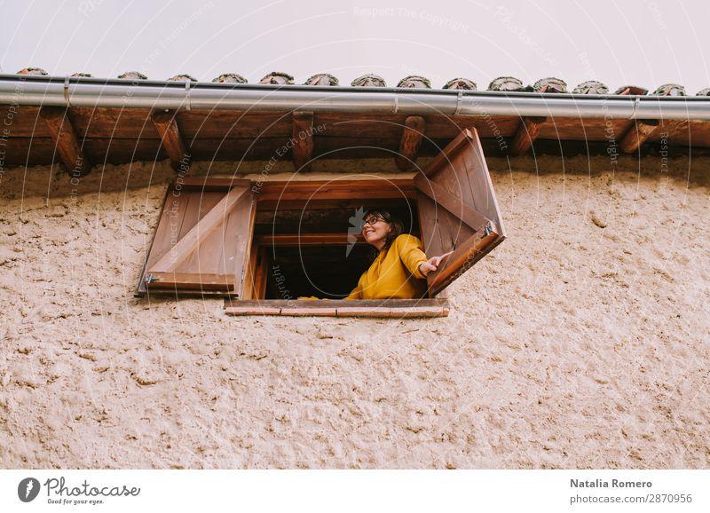Frau Mensch Ferien & Urlaub & Reisen Natur Jugendliche Pflanze schön Landschaft Haus Erholung Freude Fenster Gesundheit 18-30 Jahre Architektur Lifestyle