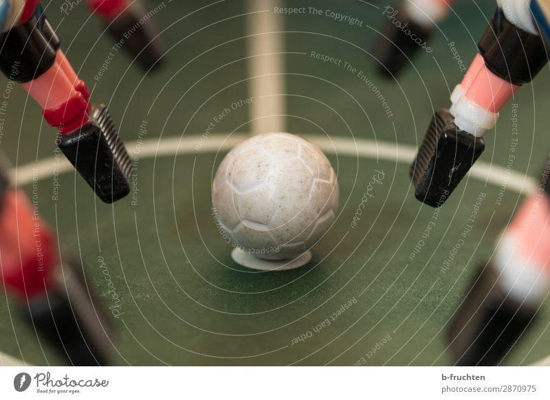Anstoss Freude Freizeit & Hobby Spielen Kinderspiel Spielzeug liegen sportlich Tischfußball Anstoß Ball Ballsport Erfolg Niederlage verlieren Spielfigur