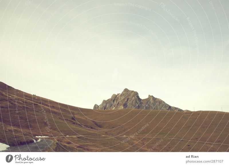 ruhe vor dem Sturm Umwelt Natur Landschaft Himmel Wolken Horizont Herbst Feld Hügel Felsen Alpen Berge u. Gebirge Gipfel bedrohlich eckig Ferne Unendlichkeit