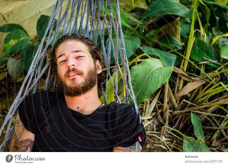 abhängen Mann Mensch 20-30 Jahre liegen Hängematte lachen Lächeln Blick in die Kamera Bart Vollbart Europäer Kaukasier Vogelperspektive Natur Außenaufnahme Wald