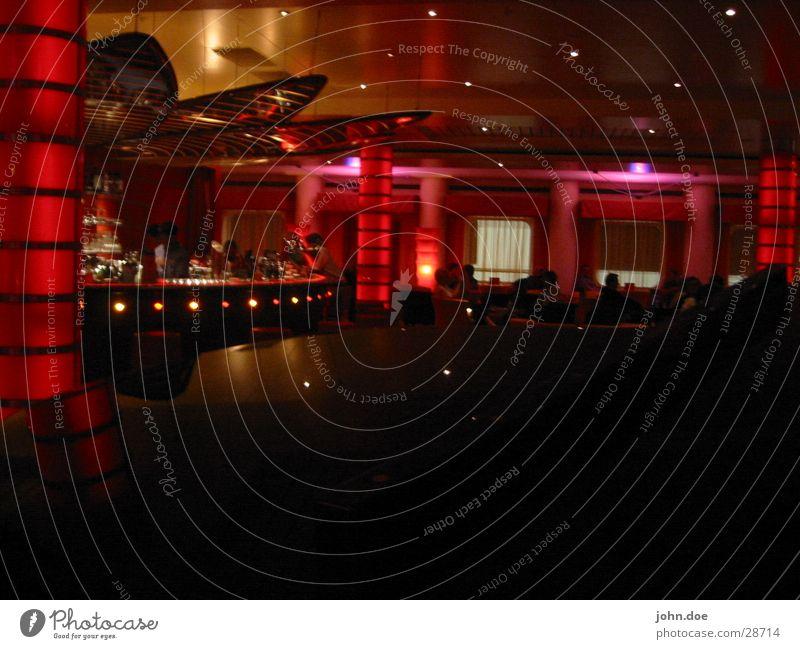 Crew-Bar Schummerlicht Disco Fototechnik Redlight Tanzen