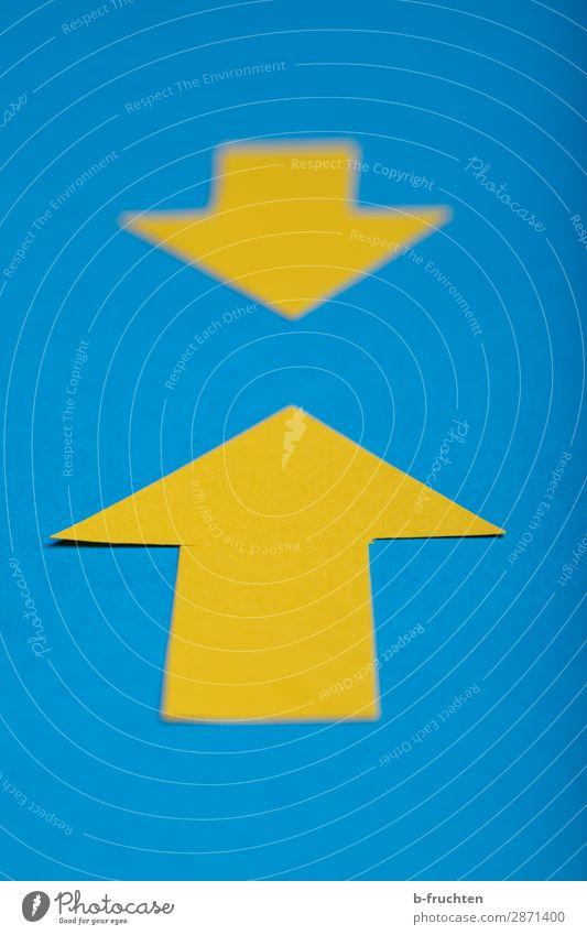 Treffpunkt Wirtschaft Werbebranche Börse Business Karriere Erfolg Papier Zeichen Pfeil wählen Denken Kommunizieren machen einzigartig blau gelb