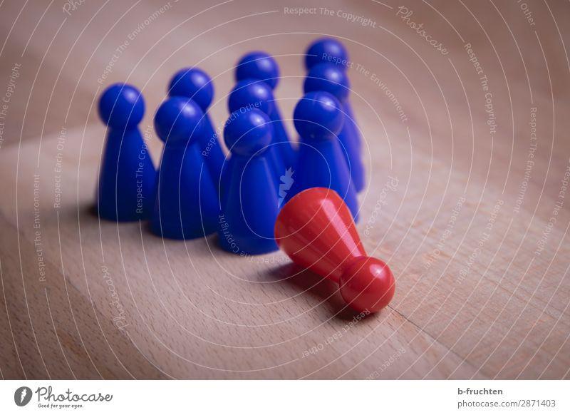 umgefallen Wirtschaft Business Karriere Erfolg Sitzung Team Menschengruppe Spielzeug Zeichen wählen beobachten warten Zusammensein blau rot gleich Teamwork