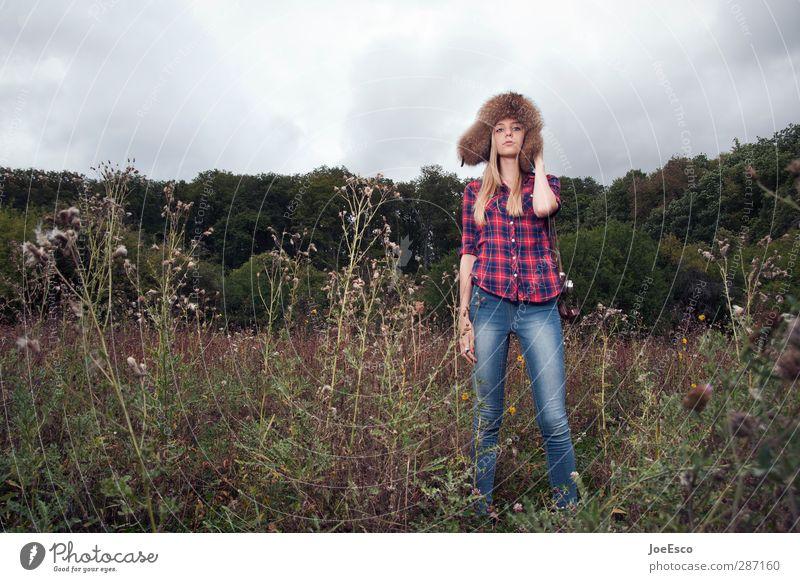 #242680 Lifestyle Stil Freizeit & Hobby Abenteuer Ferne Freiheit Frau Erwachsene 18-30 Jahre Jugendliche Natur Landschaft Himmel Mode Hemd Jeanshose Blick