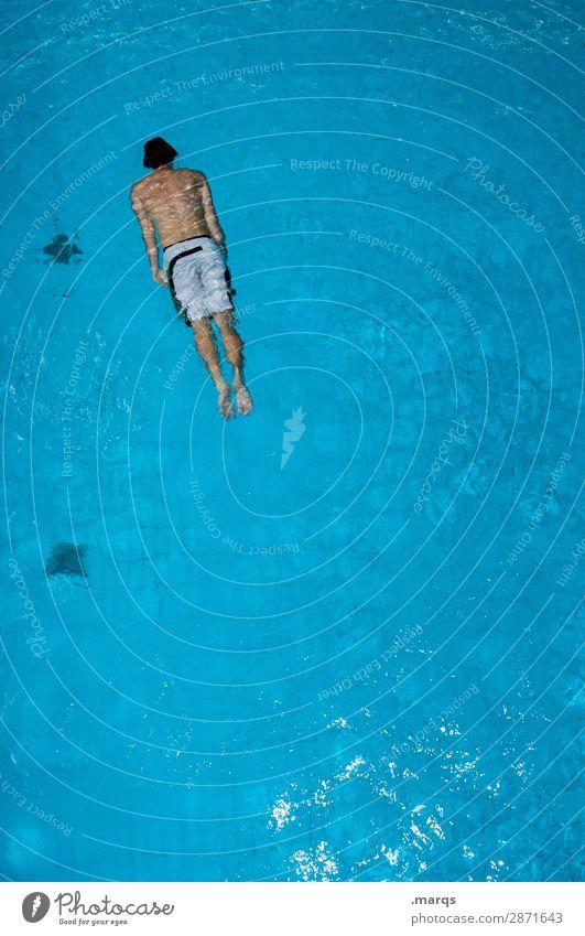 Schwimmer Gesundheit sportlich Schwimmen & Baden Freizeit & Hobby Schwimmbad Junger Mann Jugendliche 1 Mensch Sport Perspektive Farbfoto Textfreiraum rechts