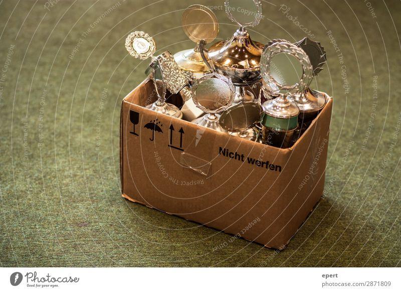 Nicht werfen Pokal Karton entsorgen gold Gewinner Verlierer Wettkampf Kiste ruhm