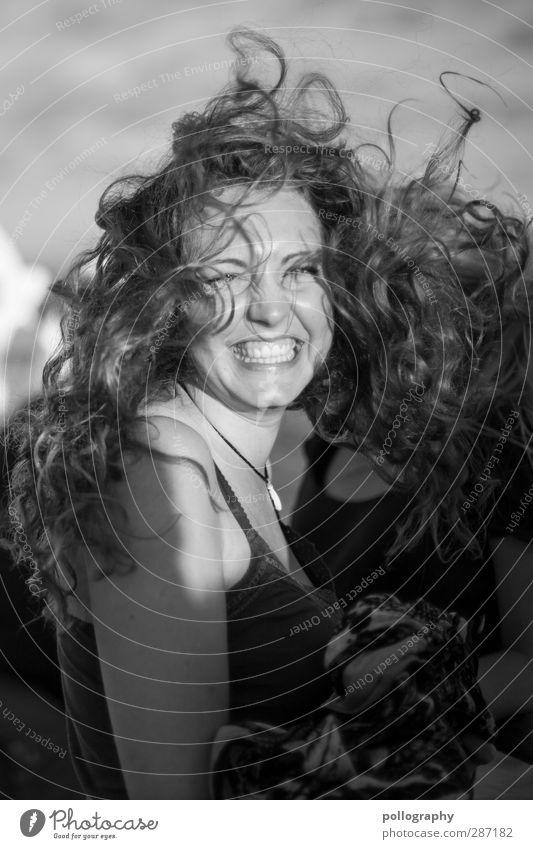 stormy weather (2) Mensch Frau Jugendliche Freude Erwachsene Junge Frau Leben feminin Gefühle lachen Haare & Frisuren Glück 18-30 Jahre Stimmung Wetter Körper